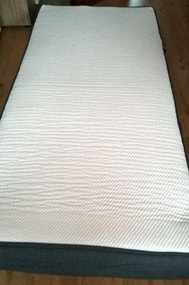 Casper Matratze aufgerollt